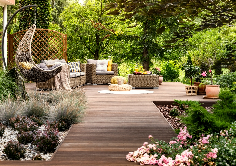 Create A Heavenly Summer Oasis Right In Your Own Home